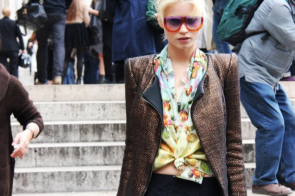 abbey lee street style red sunglasses