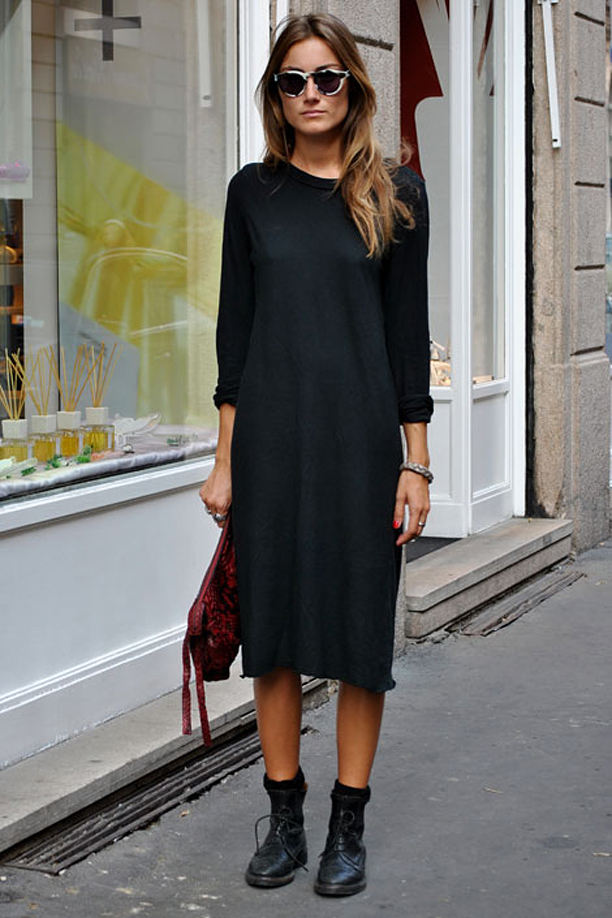 easy-black-casual-street-style-look-elle-giorgia-tordini-mial-fashion-week-tort-sunglasses-round-combat-laceup-boots-clutch-basic-jersey-t-shirt-dress